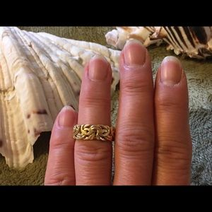 Jewelry - 18kt Yellow Gold Byzantine Ring